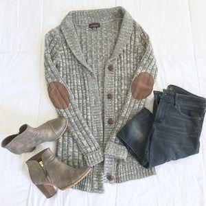 Sweaters - Heather grey cardigan sweater